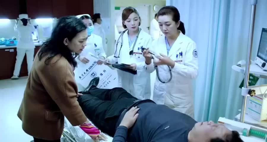 医生让酒鬼服药,酒鬼不晓100毫升是多少,医生换种说法后笑喷