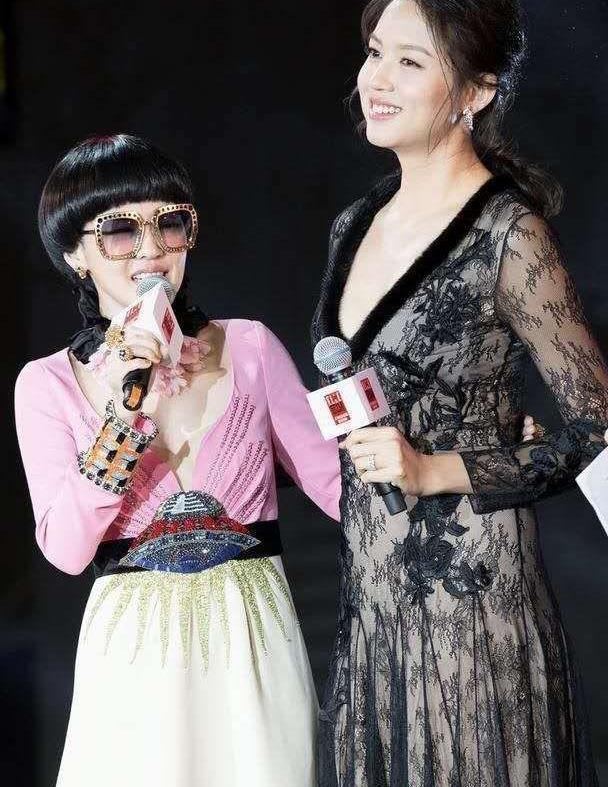 张梓琳不愧是世界小姐,穿雕花长裙好惊艳,身旁小s直接被碾压