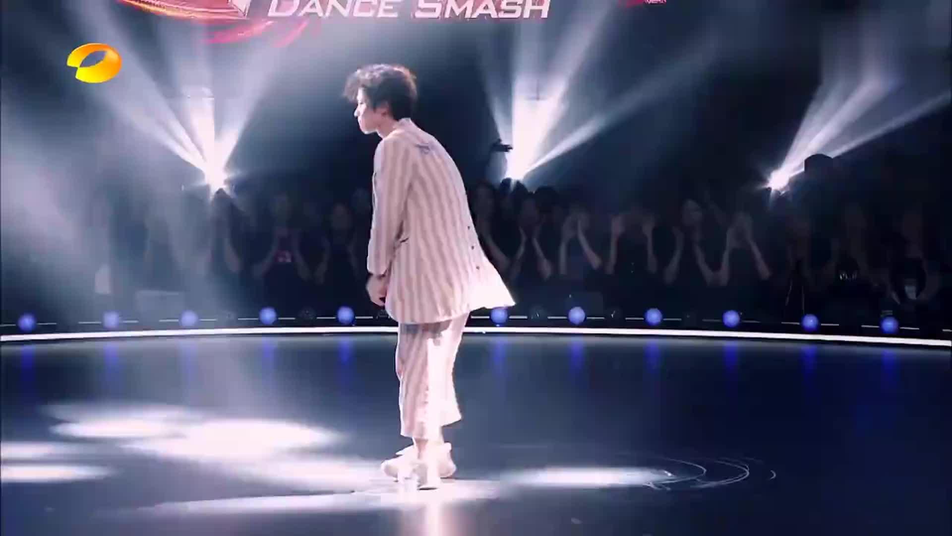王晨艺回归舞者身份,用舞蹈演绎社交恐惧,炸场瞬间又带丝凄凉!