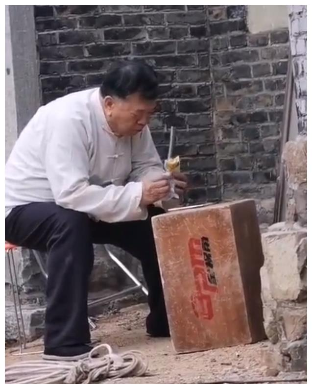 """""""胡一统""""马书良照片曝光,曾与张一山演父子,今60岁苍老憔悴"""