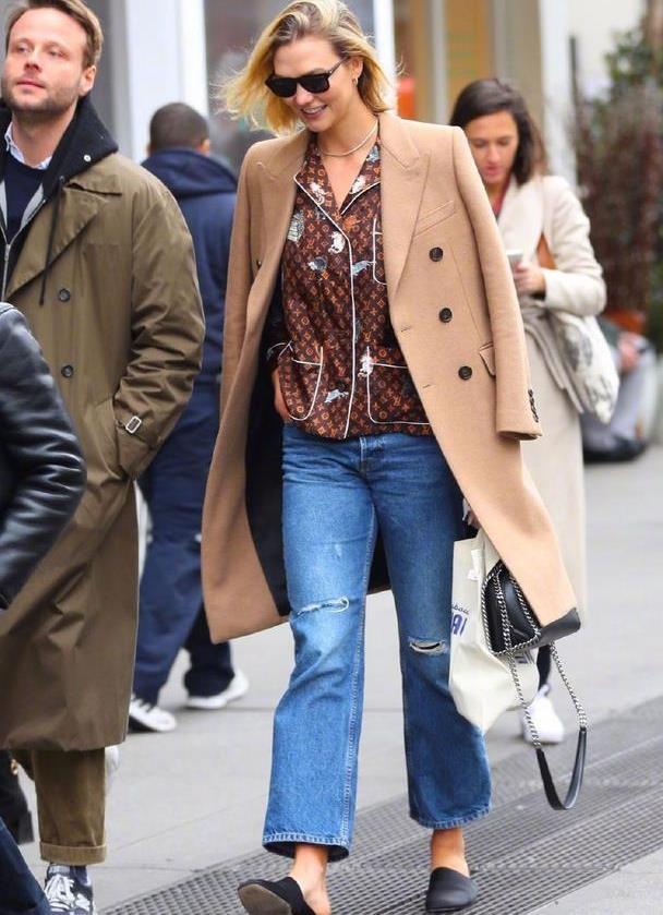 小KK卡莉·克洛斯近日在纽约外出的街拍,时尚潮流特有范儿