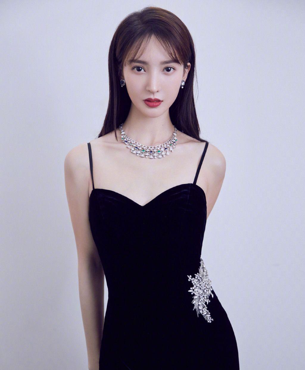 金晨美貌、清纯,高挑的身材,鹅蛋型的脸庞,你喜欢她吗?