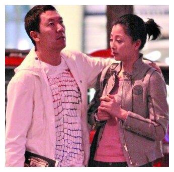 """曾是""""万人迷""""的殷桃,前夫入狱十年后暧昧好几位男性,至今未婚"""