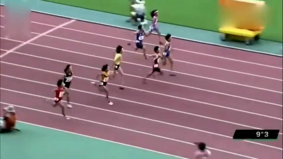 6年级小学生运动会,女子100米决赛,速度堪比高中体育生!