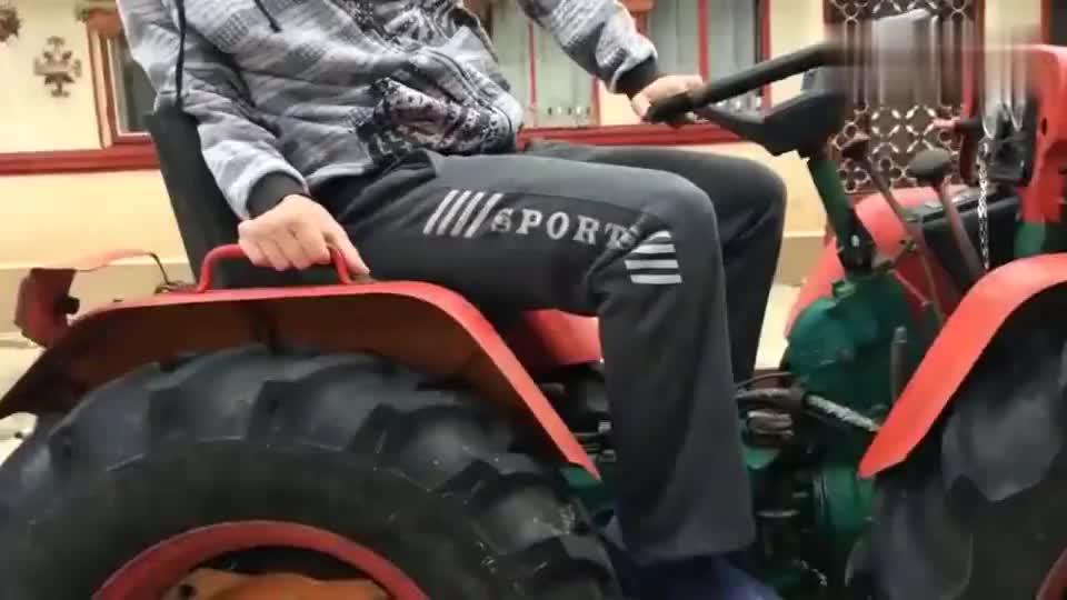 4X4的四驱拖拉机有牛劲还能实现四轮转向