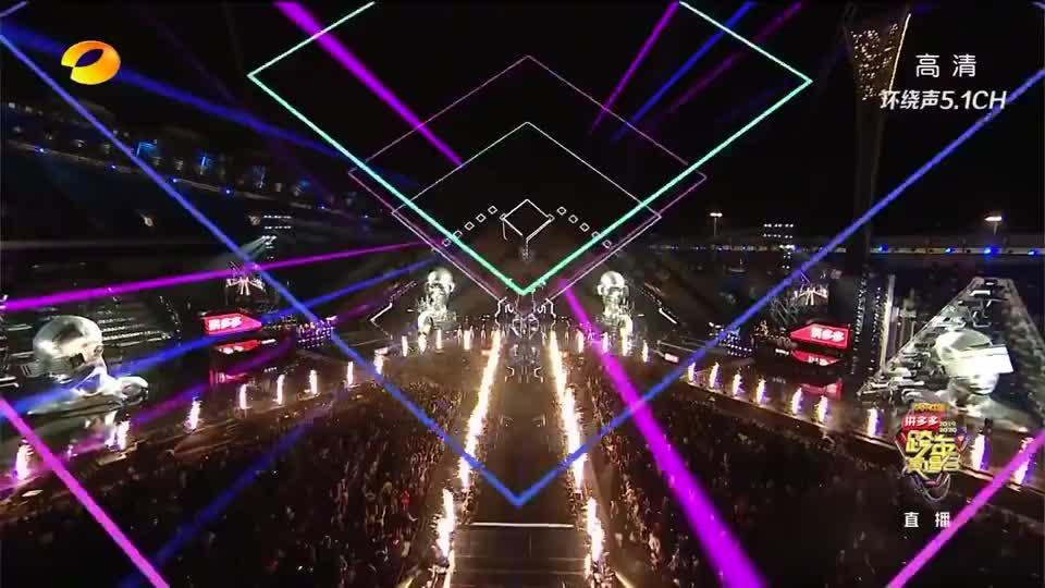 《跨年演唱会》腾格尔&王晨艺表演《好嗨哟》嗨爆舞台!