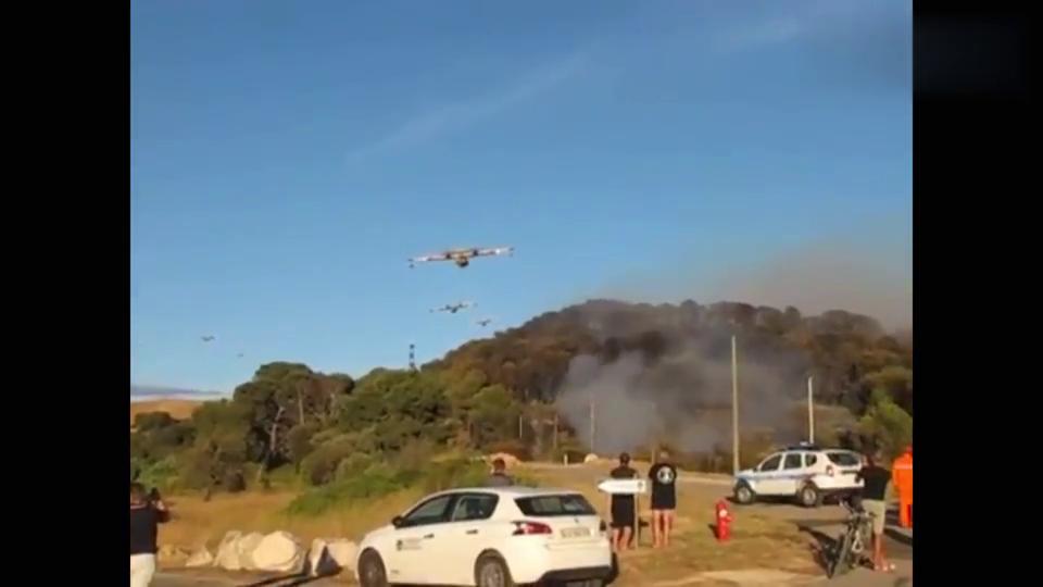 实拍直升机灭火,场面壮观!