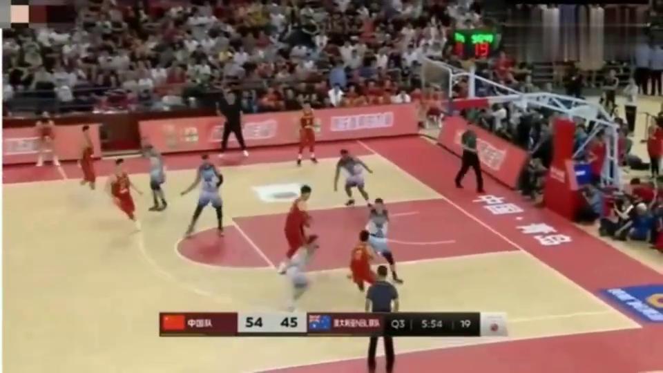 太妙了!中国男篮vs澳大利亚联队,孙铭徽穿裆秒传王哲林!