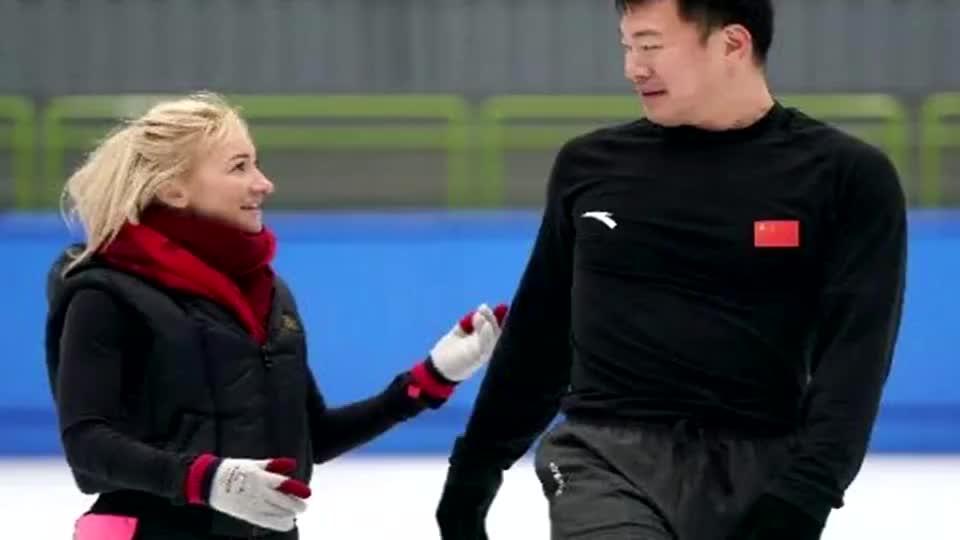 冬奥冠军萨维琴科来北京了 张昊 能从她身上吸取很多经验