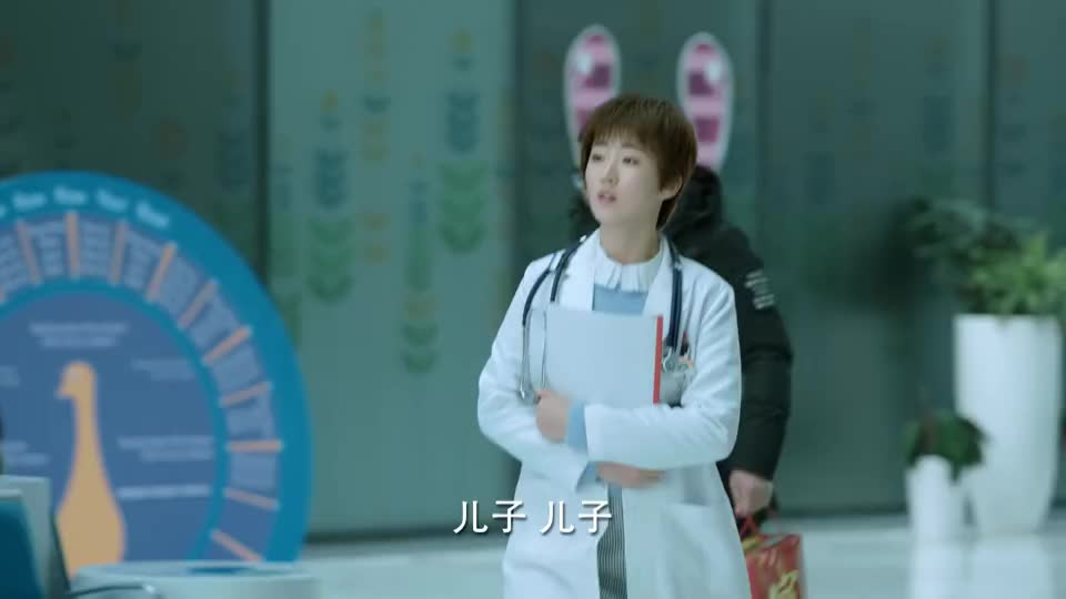 孩子高烧不退,母亲在手术室外痛哭,医生却告知她这是好事!