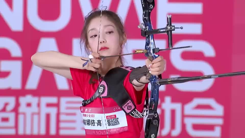 希林娜依·高脱靶嘟嘴太可爱,刘些宁射出十环让张艺凡超羡慕!