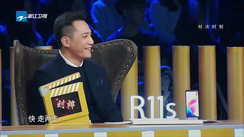 周云鹏于月仙合作《金婚》,两位喜剧演员还没登台就逗笑三位导师