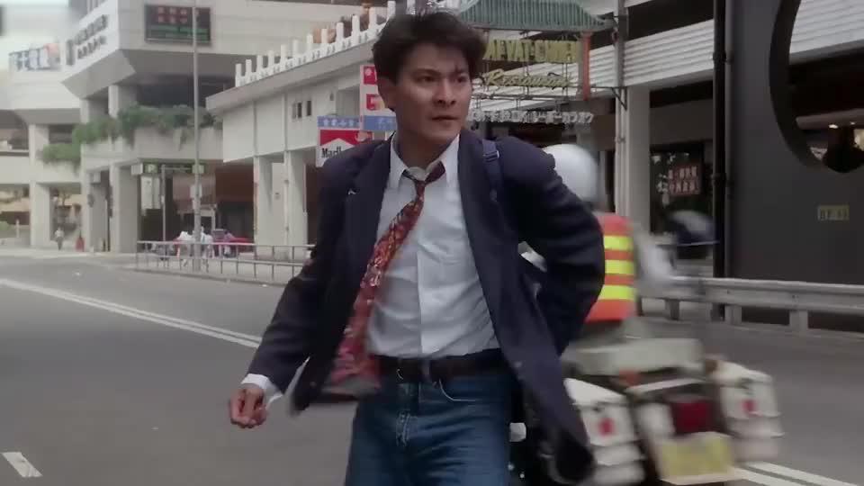 大傻哥改行当交警,还是这么的嚣张,巴士司机直接被扣五百分