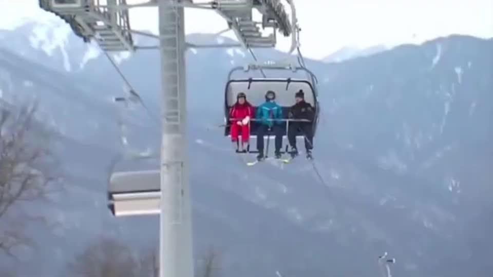 普京总统刚坐完缆车,就开始滑雪,时间安排的满满的