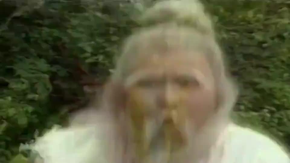 郭靖唯一一次埋怨老顽童,急中生智想到了救黄蓉的办法,表情绝配
