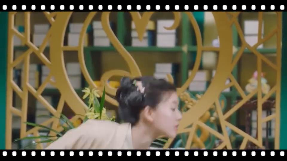 剧透:洛菲菲故意捉弄皇上,皇上帮洛菲菲打扫卫生