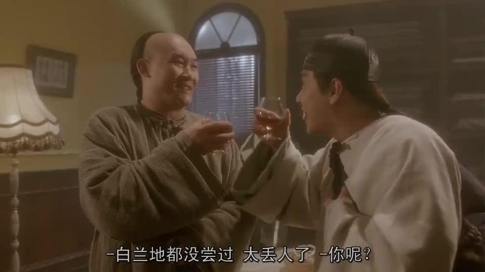 张卫健和梁家仁喝酒,以为出现了幻觉,转头就把一整瓶喝光了