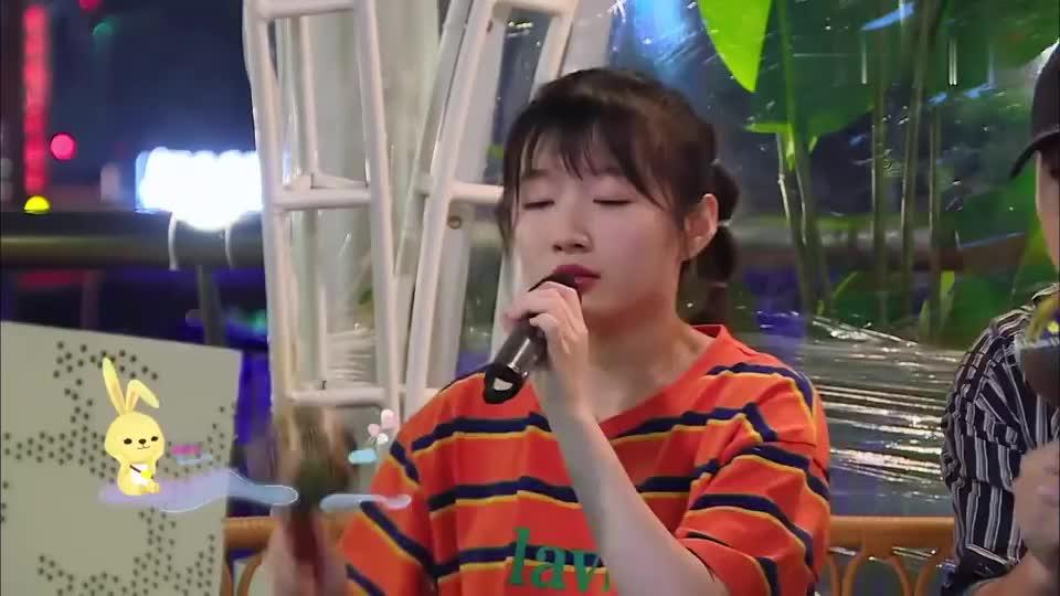 赵丽颖李浩菲,两人甜美演唱《有点甜》,黄晓明听得入迷!