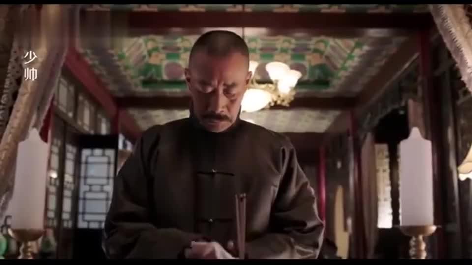张作霖正给冯德麟哭堂,冯庸一进门老帅赶紧擦眼泪,要面子