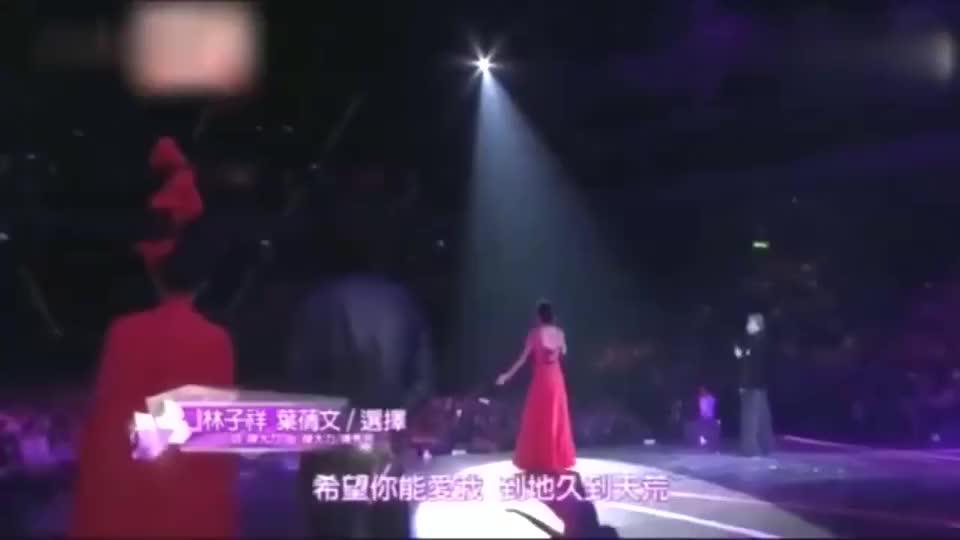 70岁的林子祥携手娇妻叶倩文,再唱《选择》眼含泪光,感动全场