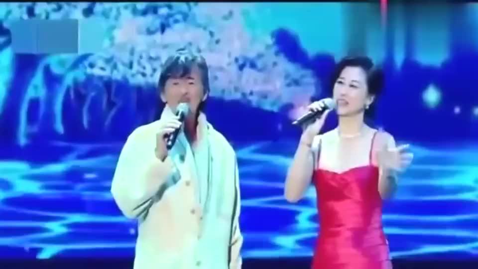 70岁林子祥和58岁叶倩文同台再唱经典情歌,熟悉的旋律嗨翻全场!
