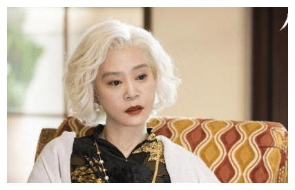 琼女郎刘雪华满头银发太美,丈夫坠楼身亡,终生不孕61岁仍单身