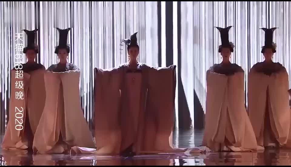 佟丽娅绝美献跳《芒种》,一身华服在身,一颦一笑太绝了!