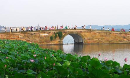 你觉得杭州的西湖和南京的玄武湖,哪个更美?