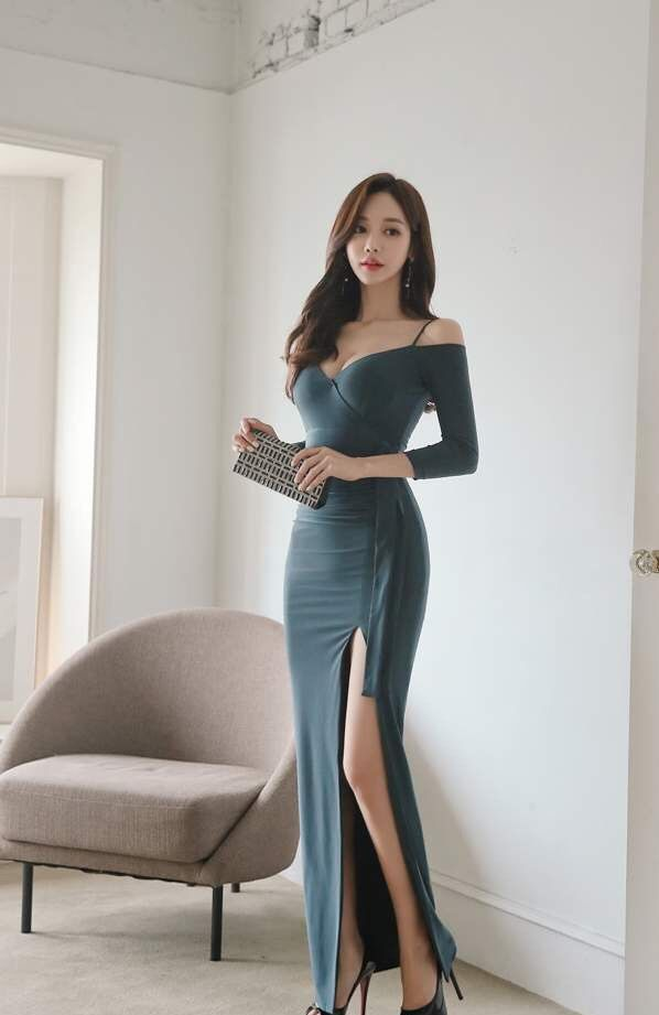 孙允珠女装美图:墨绿色长款包臀裙,尽显女性修长身姿