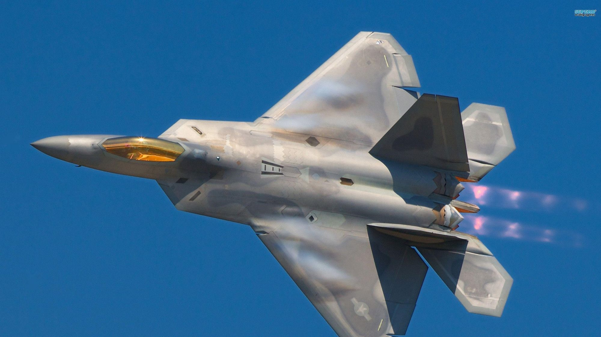 近距离欣赏F-22战斗机