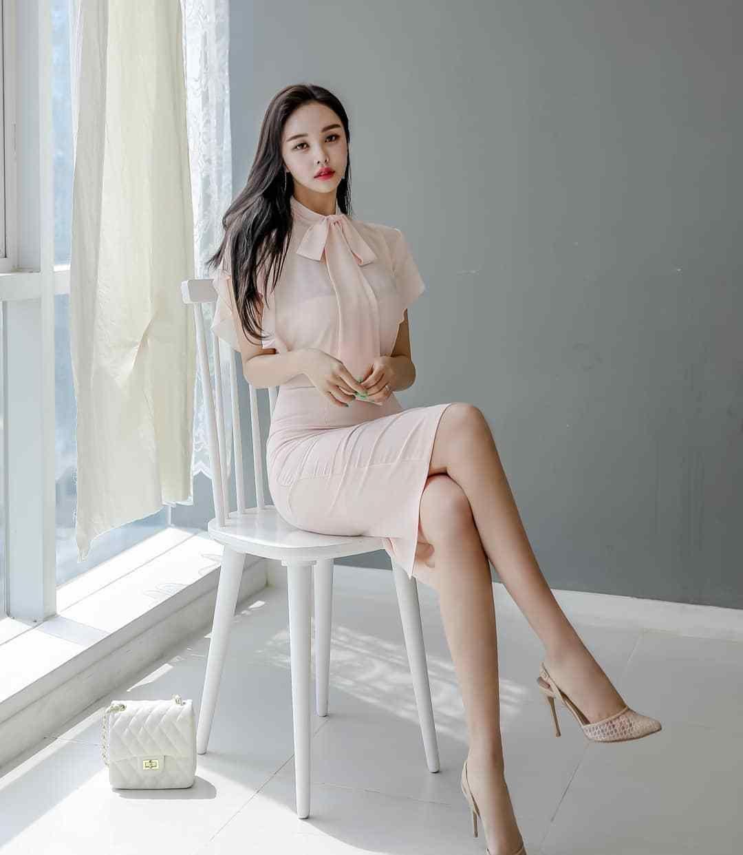 仙女风淡粉长裙,配裸色高跟鞋正正好好
