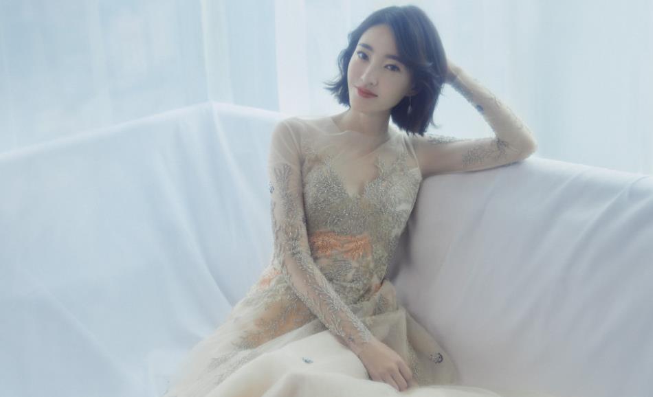 王丽坤剪短发,身穿薄纱连衣裙仙女气质十足,穿出了高级感