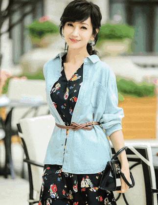 """64岁的赵雅芝太会穿!每套穿搭都值得学习,简直是""""穿搭标杆"""""""