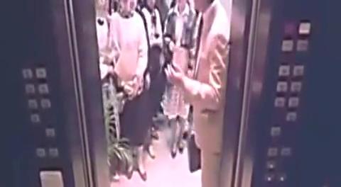 小狐仙(片段)电梯全是美女你该怎么挤_高清