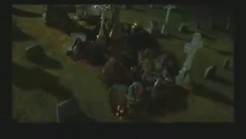 女子深夜到坟地挖开墓穴并对尸体进行了羞辱胆小者误入
