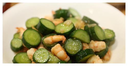 精选美食:咖喱猪排饭,青瓜炒虾仁,香醋裙带菜,清煮冬瓜的做法