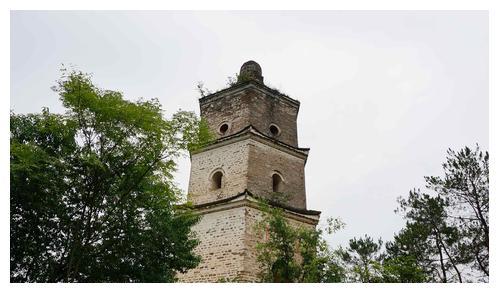 保存完好,古朴如初,古均州八大景之一,湖北丹江口市龙山宝塔