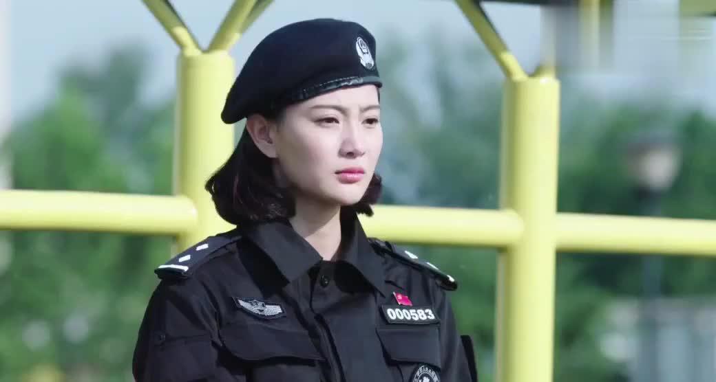 警花考核惨遭淘汰,结果队长却送给她一句恭喜,警花含泪离开