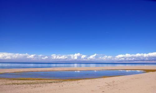 这是我国最大的内陆湖、咸水湖,风景优美,是旅游的好地方