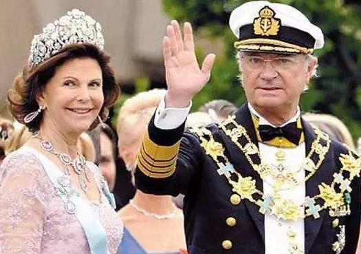 西尔维娅王后优雅老去,77岁的她穿披肩配白毛衫,气质出众又减龄
