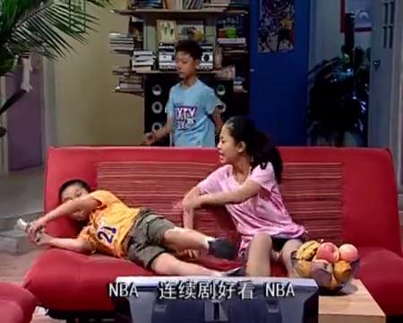 刘星为了吃鸡腿,竟假扮梦游,结果被夏东海和刘梅当场抓获!