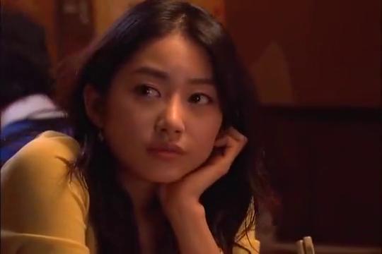 胜美和戊龙约会,没想到魔女幼熙也跟来了,真是扫兴!