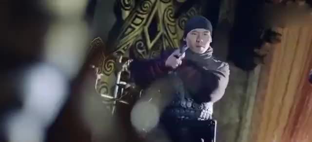 雇佣兵穿越到古代,用现代武器攻入皇城,队长亲自来当王!