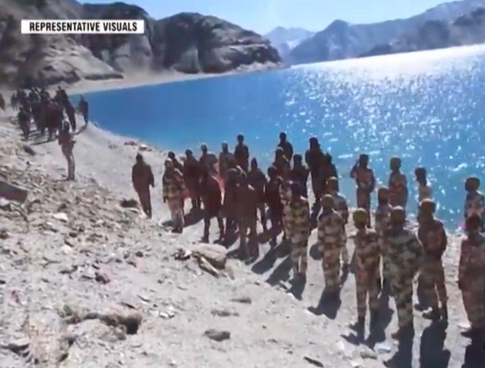 """少见视角,中印边防部队在西部拉达克附近班公湖紧张友好""""互动"""""""