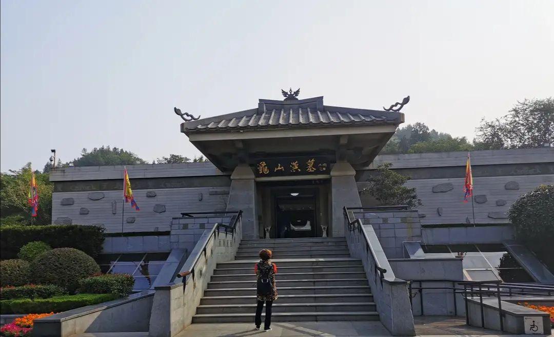 徐州龟山汉墓实拍图片,对地宫石室功能赞叹不已,还可蹲坑上厕所