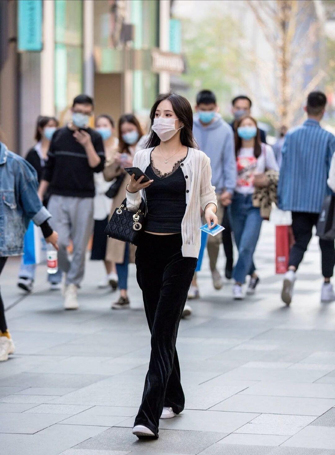 素人街拍:口罩遮挡了路人的颜值,却不能埋没她们的时尚衣品