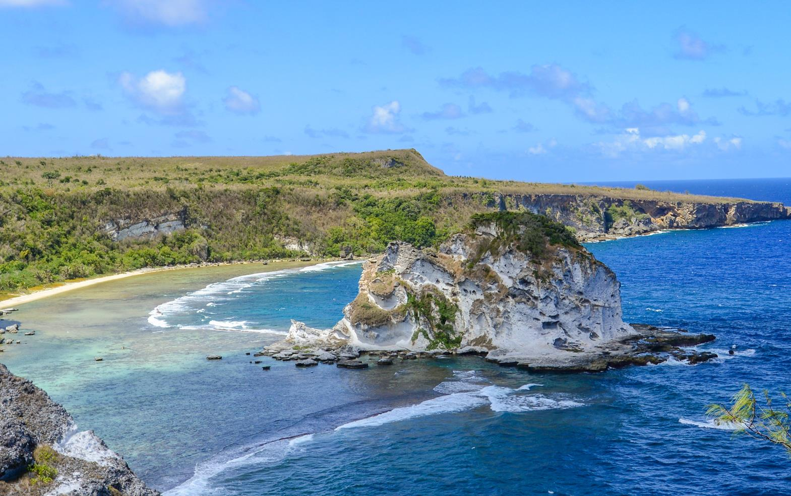 塞班岛上的一座无人岛,因鸟闻名,是塞班岛的必游之地