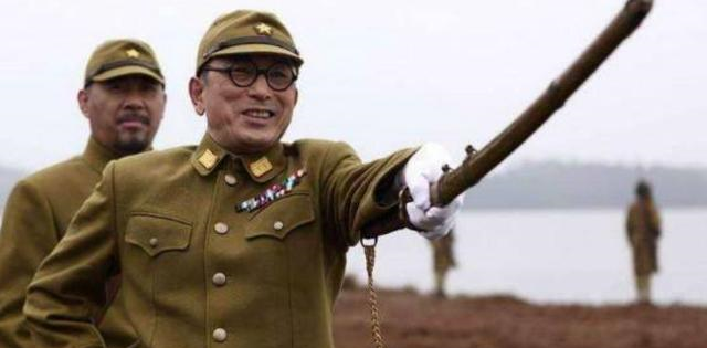 老兵缴获天皇御赐军刀,日本出价20万想买走,老兵霸气回答