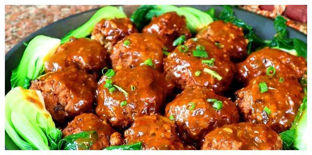 被称为新中国第一宴,红烧狮子头,中国饮食文化的传承!