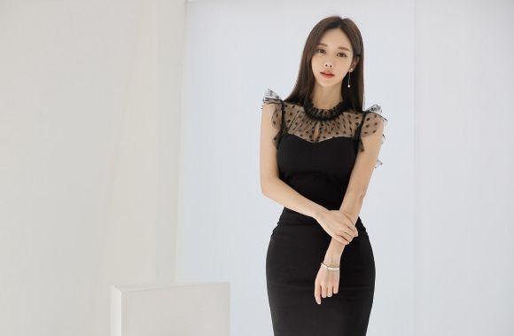 孙允珠黑色蕾丝包臀裙,展现优雅窈窕好身材